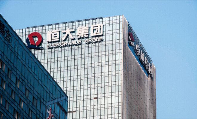 시진핑 중국 국가주석이 내세운 슬로건 '공동부유(共同富裕)'에 따른 규제로 헝다그룹 등 중국 기업이 파산 위기에 처했다. 사진은 헝다그룹 사옥. [GETTYIMAGES]