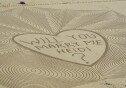 """""""나랑 결혼해줄래?""""…모래사장에 76m 프러포즈 문구 새겨"""