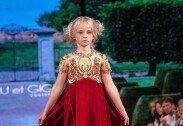 양다리 잃고 의족을 단채 패션위크 런웨이에 선 소녀 모델 '감동'
