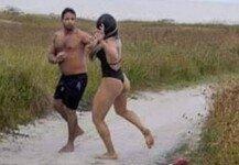 해변서 변태 행위하던 남성…여성에 응징 당해