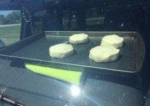 살인적인 더위에… 차량 안 온도로 과자 굽기 성공