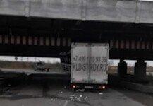굴다리에 걸린 트럭 보고도 지나가려다 함께 걸린 버스