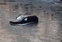 사고로 강물에 빠진 차량 운전자, 아이폰 덕분에 탈출?