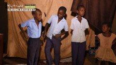 교복이 찢어져 수업을 들을 수 없는 임마누엘 삼 형제   KBS 200602 방송