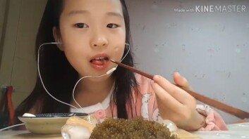 """""""볼수록 귀여워!""""…한 달만에 '스타 유튜버'로 떠오른 초등생"""