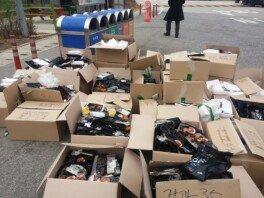 """""""휴게소에 쓰레기 투척""""…한 대학교 학생들의 만행 '눈살'"""