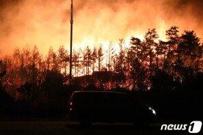 고성 산불, 이틀째 진화 활동…강풍·화재로 2명 사망