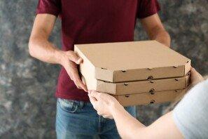 """""""사주고 싶었지만…"""" 피자 배달원이 겪은 안타까운 상황"""
