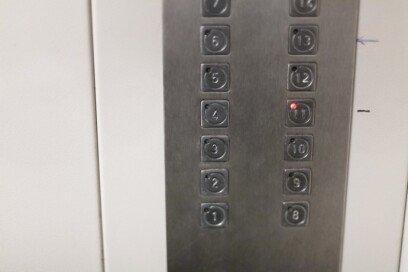 """""""2층→1층 가는데 엘리베이터 탑승""""… 욕먹을 일인가요?"""