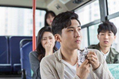 """""""버스서 빵 먹는다고 혼났어요""""… 어떻게 생각하세요?"""