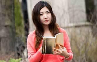"""韩裔诗人尹贞敏:""""想超越慰安妇问题,谈一谈人类的残忍性"""""""