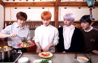 """和偶像们一起吃宫廷炒年糕,去参加""""网上韩国旅行""""吧!"""