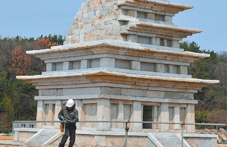 結束修繕工程的益山彌勒寺址石塔將從23日起向公眾開放