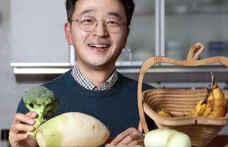 """韓醫師李在成博士:""""長壽的秘訣:遠離糖、油炸食品、酒,享受牛蒡和蘿蔔即可"""""""