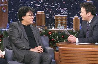 奉俊昊導演出演《今夜秀》,甚至還有翻譯陪同參加