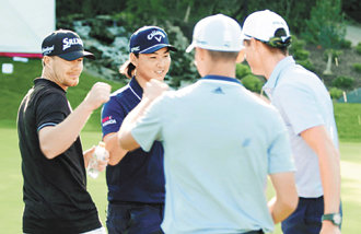 4名男高爾夫選手,創下打完一洞僅需24.75秒的世界新紀錄
