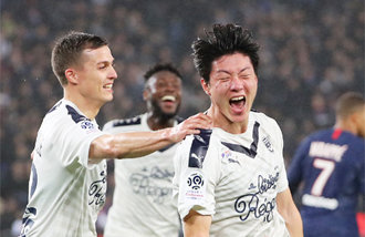 Bordeaux's Hwang Ui-jo scores an opener against PSG