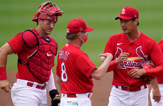 Cardinals' Kim Kwang-hyun makes two appearances in one game