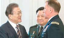 文大統領が北朝鮮飛翔体を「短道ミサイル」と発言、大統領府は「短距離の言い間違い」と釈明