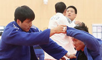 東京に向けて本格始動、鎮川選手村で練習開始式