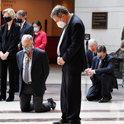 黒人男性追悼、米全域で8分46秒黙祷