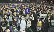 香港警察、治安部隊を投入し「天安門追悼」を封鎖
