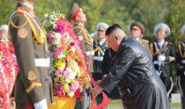 金正恩氏が毛沢東氏長男の墓に弔花、中朝蜜月をアピール