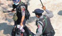 ミャンマー軍部、デモで犠牲の女性遺体の墓掘り起こす、死因捏造を狙ったか