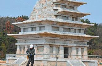 復元を終えた彌勒寺址石塔、23日から一般公開