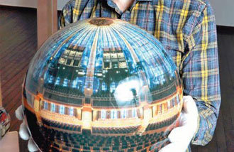 正方形の平面写真を「球」の立体で具現