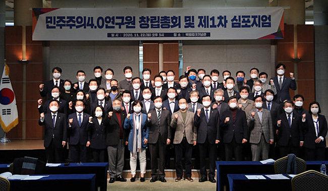 '민주주의 4.0' 목표는 친문 대권후보 추대… 계파 생명 연장술