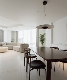 화이트 톤으로 꾸민 유니크한 디테일의 60평대 주상복합 아파트