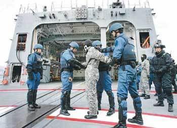 自衛隊 逮捕 海上