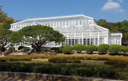 Groovy Koreas First Western Style Greenhouse To Be Open To Public Home Interior And Landscaping Ponolsignezvosmurscom