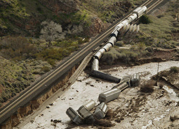 Torrential Rain in Nevada Causes Train to Derail : The DONG