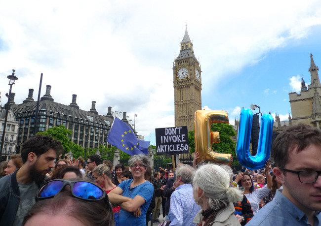 영국에 고립된 영국 '해가 빨리 지는 나라'로?