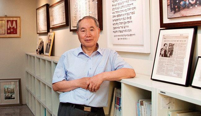 시문학관 건립한 김영진 시인, 성서원 회장