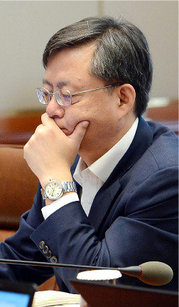 미르·K스포츠 의혹_수사 끌다 용두사미? 우병우 의혹_ '무혐의→禹 퇴진' 수순?