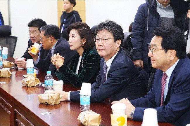 朴 대통령 & 친박_고슴도치론, 비박 & 야권_국공합작론, 반기문_기름장어 셈법