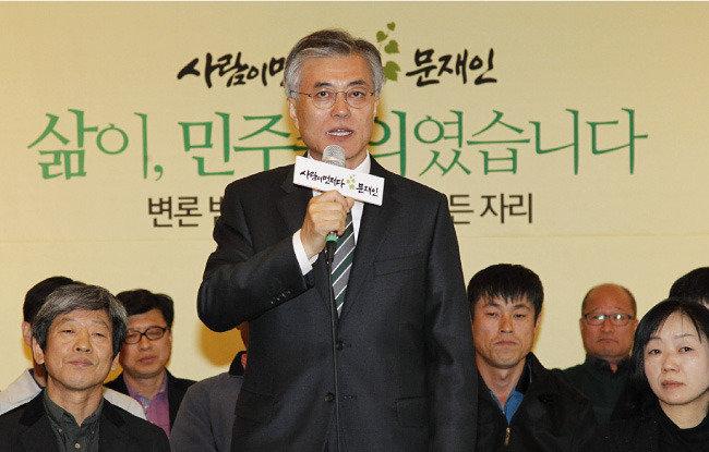 """""""변호사 문재인, 인권 담을 그릇 안 돼"""""""