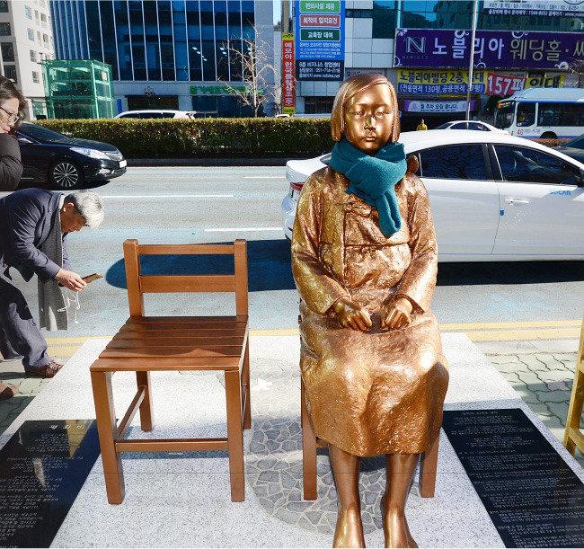 """""""한국은 소녀상 설치 자제하고 일본은 감성적 후속 조치 나서야"""""""