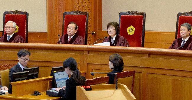 '헌법 수호' 마지막 보루는 헌법 만든 국민