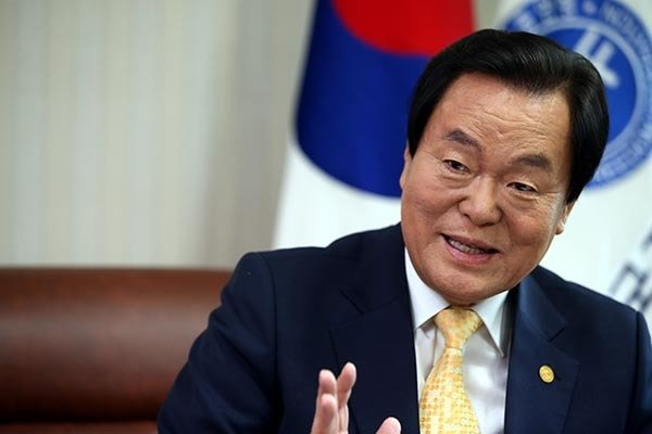 """""""자총을 산업화세력과 민주화세력 화합의 구심점으로 만들겠다"""""""