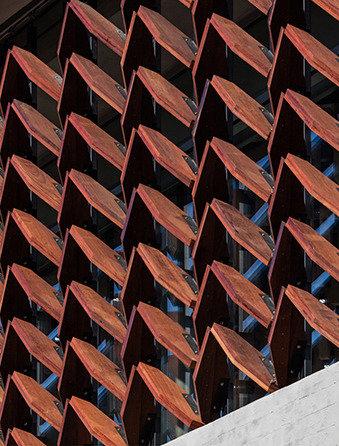 삼각형의 비밀을 푸는 자, 이 건축의 비의를 깨치리라