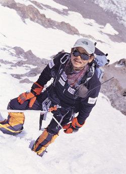 해발 8000m 고도에 핀 연어화의 싱그러움