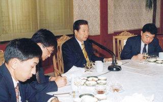 '낡은 정치' 확대재생산한 '제왕적 권력'