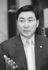 """""""개혁신당 뜨면 즉각 합류""""vs""""민주당이 개혁당, 우리에게 오라"""""""