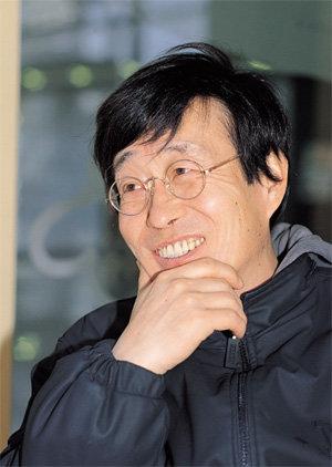 """""""동요풍 노래는 어린 시절 아픈 기억 때문"""""""
