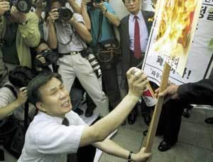 똘똘 뭉친 한국 보수진영의 '역습'