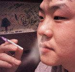 담배연기로 묘기 부리면 호흡기 망친다